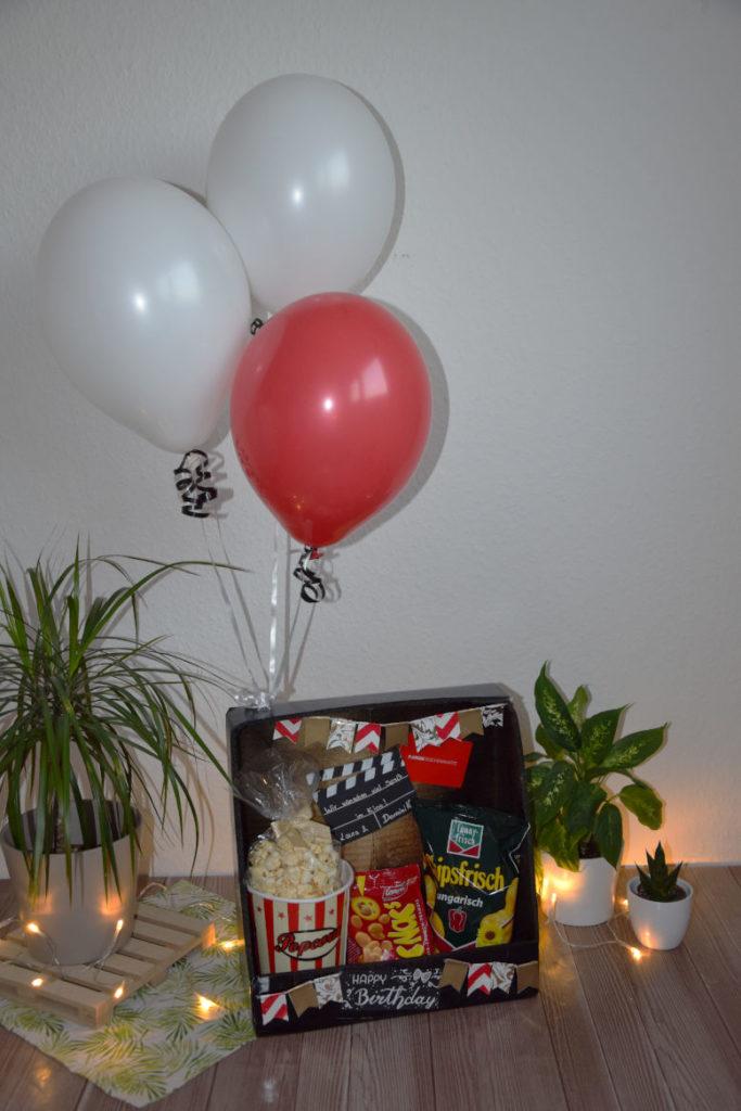 DIY Kinogutschein mit Heliumballons