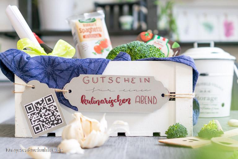 Geschenkkorb mit Zutaten für einen gemeinsamen Kochabend, persönliche Gutschein Ideen